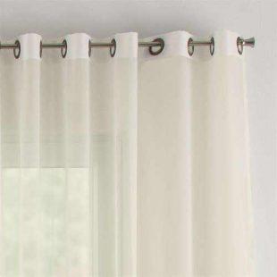Voálová záclona v jednoduchém designu